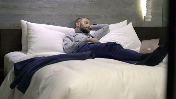 Test modèle : tête de lit capitonnée 160 cm simili cuir blanc